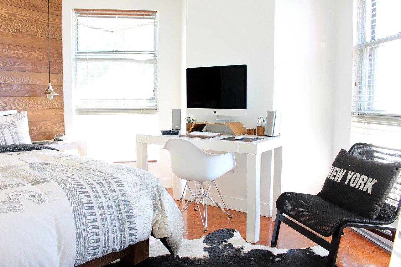 Cómo decorar un dormitorio pequeño y sus ventajas