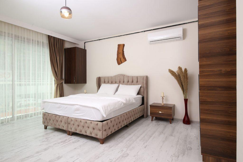 dormitorio rustico de matrimonio elegante en blanco y gris