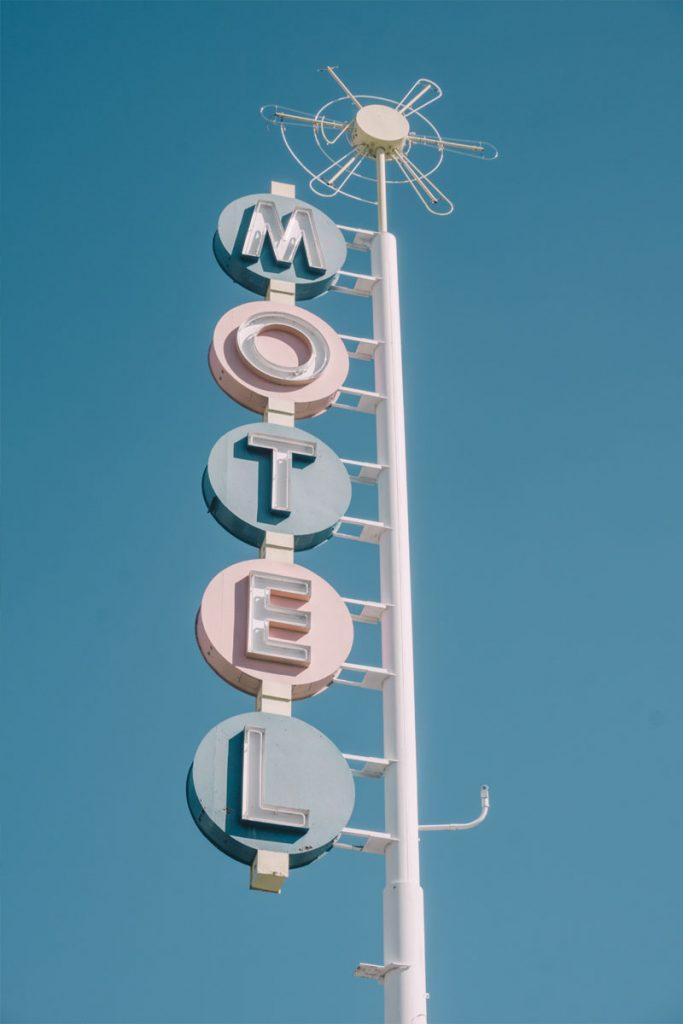letrero hotel vintage