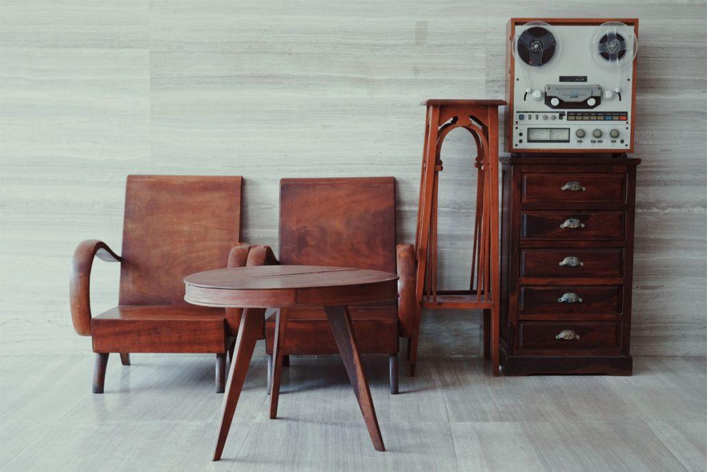muebles vintage marrones