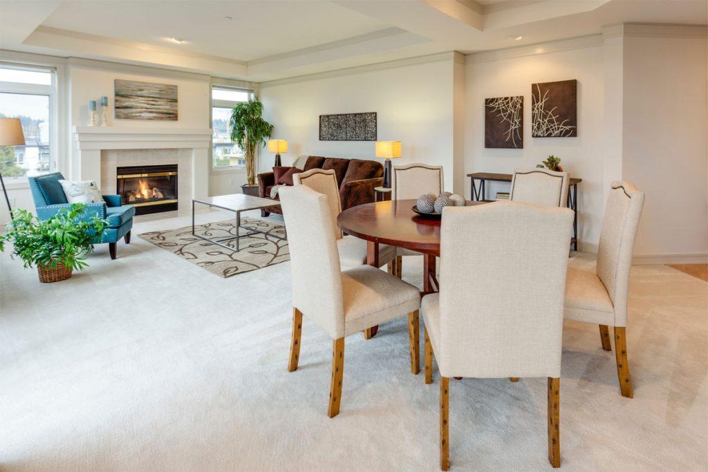 salon comedor moderno elegante con muebles de color beige
