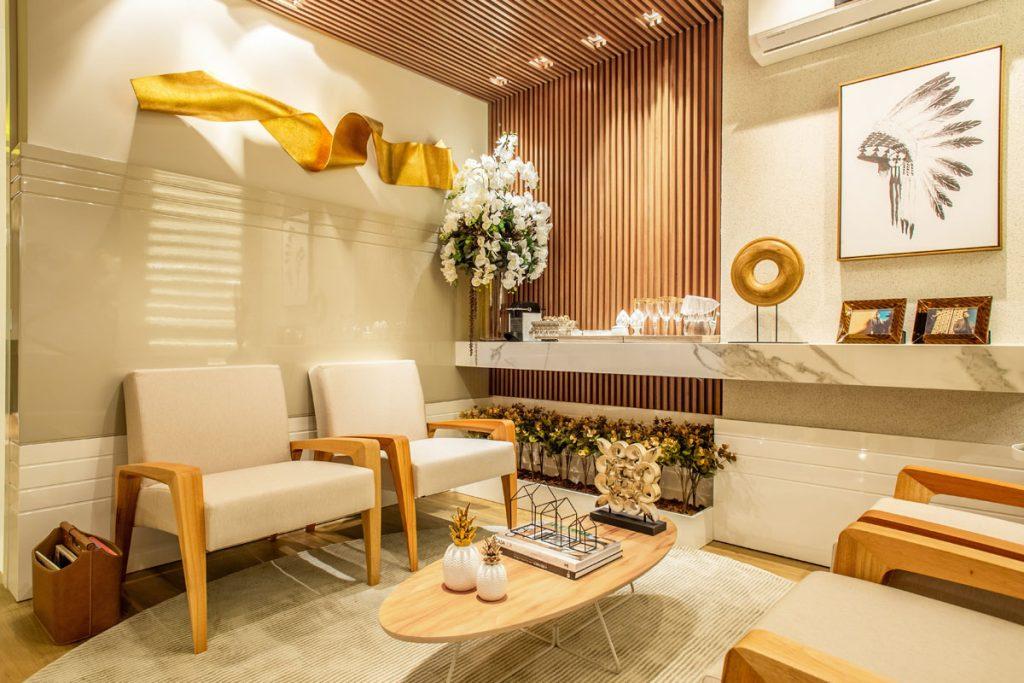 salon rustico eclectico con decoracion amarilla