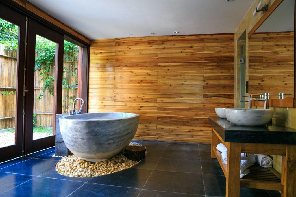 baño eclectico rustico oriental con bañera